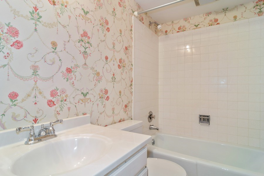 Real Estate Photography - 1330 Shagbark Ln, Wheaton, IL, 60187 - Bathroom