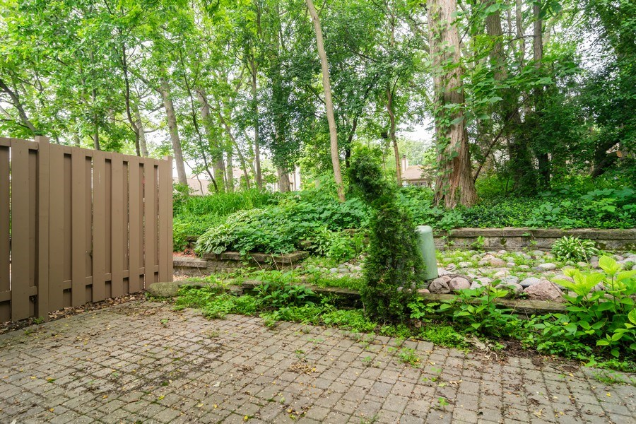 Real Estate Photography - 1330 Shagbark Ln, Wheaton, IL, 60187 - Patio