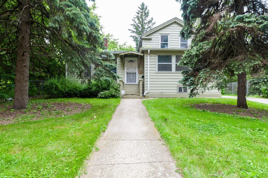 Real Estate Photography - 313 Lake St, Waukegan, IL, 60085 - Front View