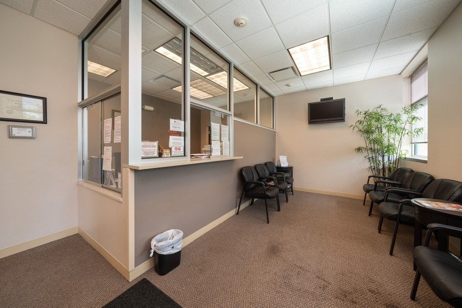 Real Estate Photography - 2424 W Indian Trail, Suite B, Aurora, IL, 60506 - Lobby