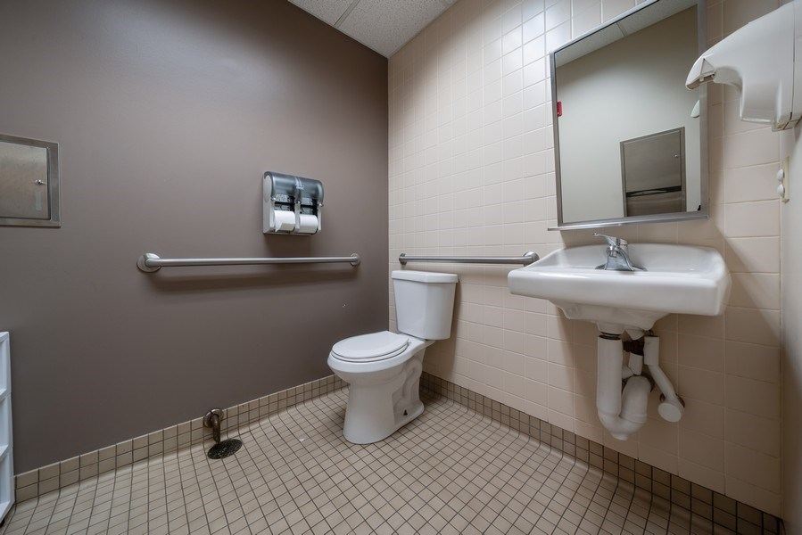 Real Estate Photography - 2424 W Indian Trail, Suite B, Aurora, IL, 60506 - Bathroom