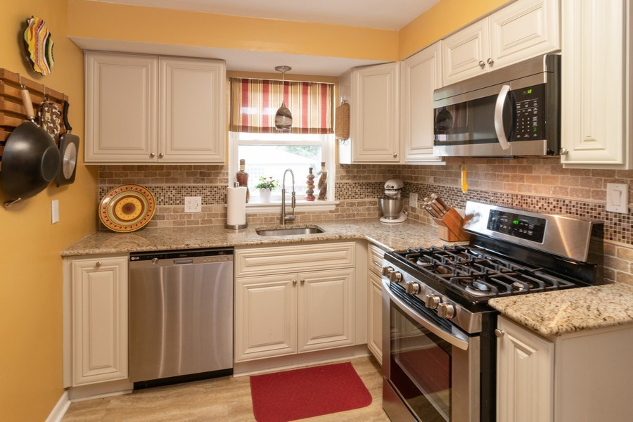 Real Estate Photography - 1808 Maple Avenue, Berwyn, IL, 60402 - Kitchen