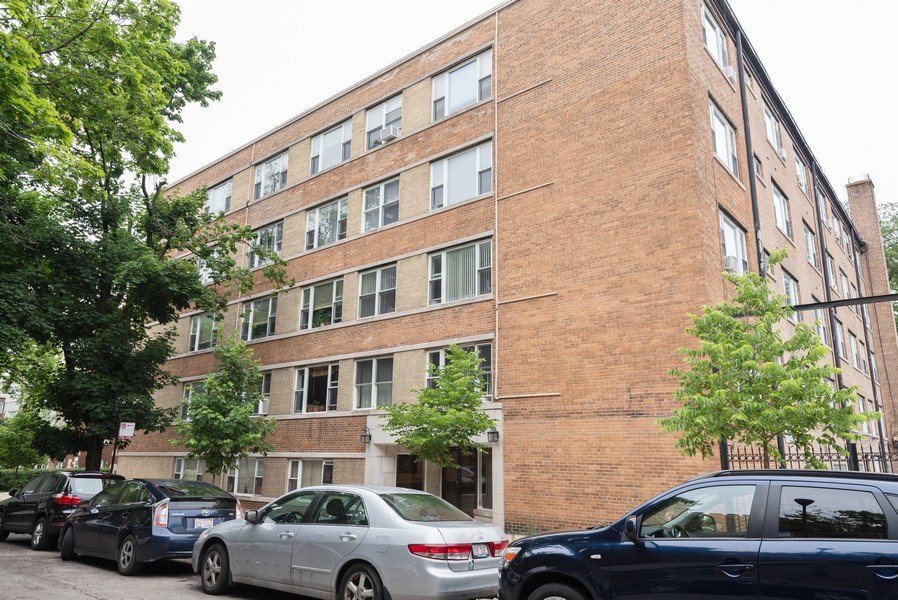 Real Estate Photography - 2424 W. Estes Uit 2G, Chicago, IL, 60645 - Front View