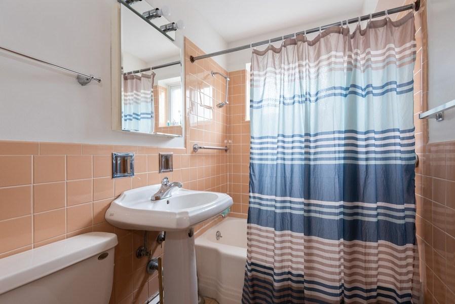 Real Estate Photography - 2424 W. Estes Uit 2G, Chicago, IL, 60645 - Bathroom