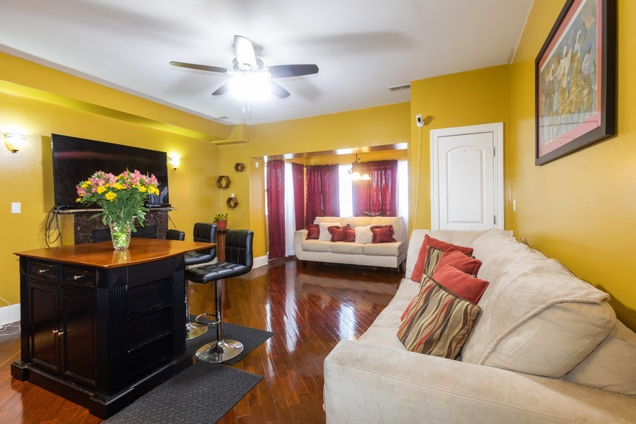 Real Estate Photography - 4819 S Prairie, 1S, Chicago,, IL, 60615 - Living Room