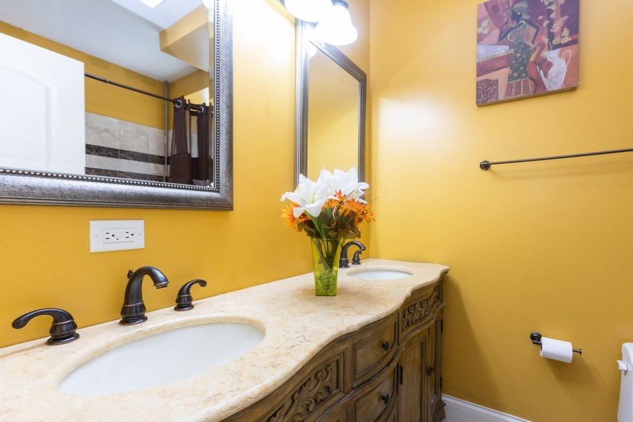 Real Estate Photography - 4819 S Prairie, 1S, Chicago,, IL, 60615 - Master Bathroom