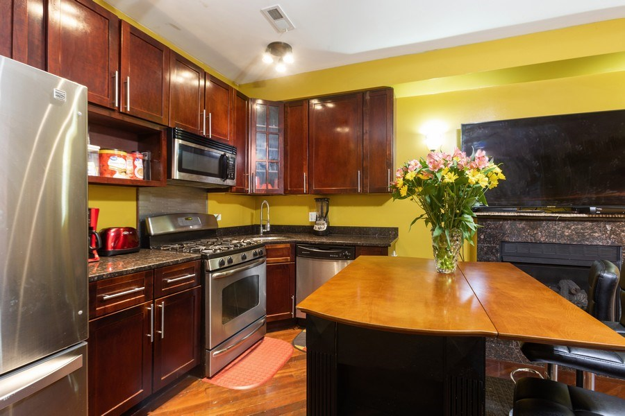 Real Estate Photography - 4819 S Prairie, 1S, Chicago,, IL, 60615 - Kitchen