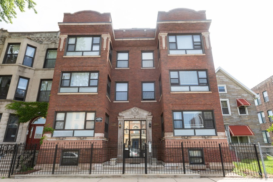 Real Estate Photography - 4819 S Prairie, 1S, Chicago,, IL, 60615 - Front View