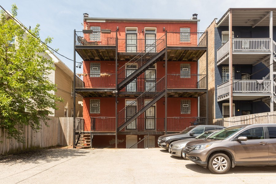Real Estate Photography - 4819 S Prairie, 1S, Chicago,, IL, 60615 - Rear View
