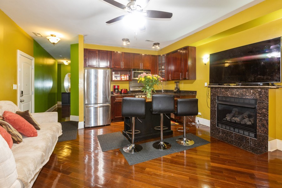 Real Estate Photography - 4819 S Prairie, 1S, Chicago,, IL, 60615 - Kitchen / Living Room