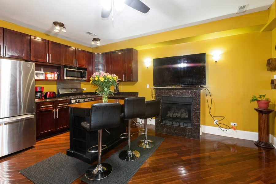 Real Estate Photography - 4819 S Prairie, 1S, Chicago,, IL, 60615 - Kitchen/Dining