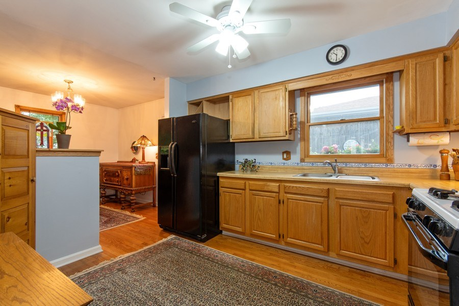Real Estate Photography - 0N053 EVANS, WHEATON, IL, 60187 - Kitchen
