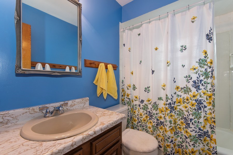 Real Estate Photography - 0N053 EVANS, WHEATON, IL, 60187 - Bathroom