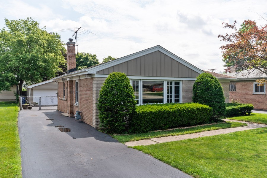 Real Estate Photography - 321 N. Spruce, Bensenville, IL, 60106 - Front View