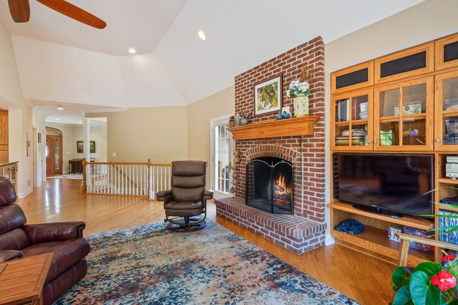 Real Estate Photography - 104 Cherry Hill, N Barrington, IL, 60010 - Family Room