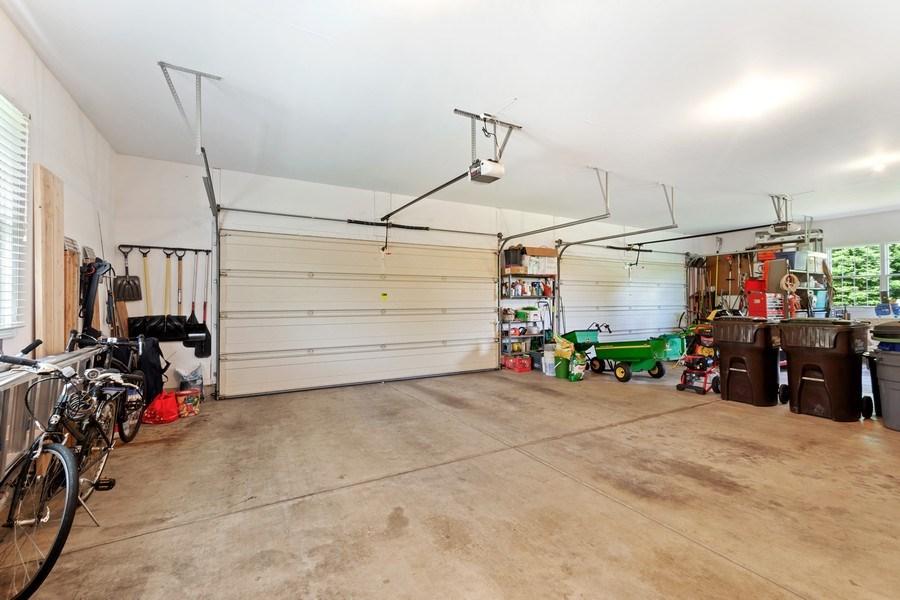 Real Estate Photography - 104 Cherry Hill, N Barrington, IL, 60010 - Garage