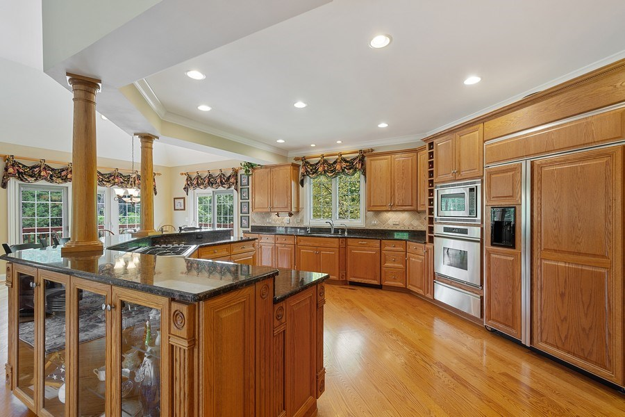 Real Estate Photography - 104 Cherry Hill, N Barrington, IL, 60010 - Kitchen