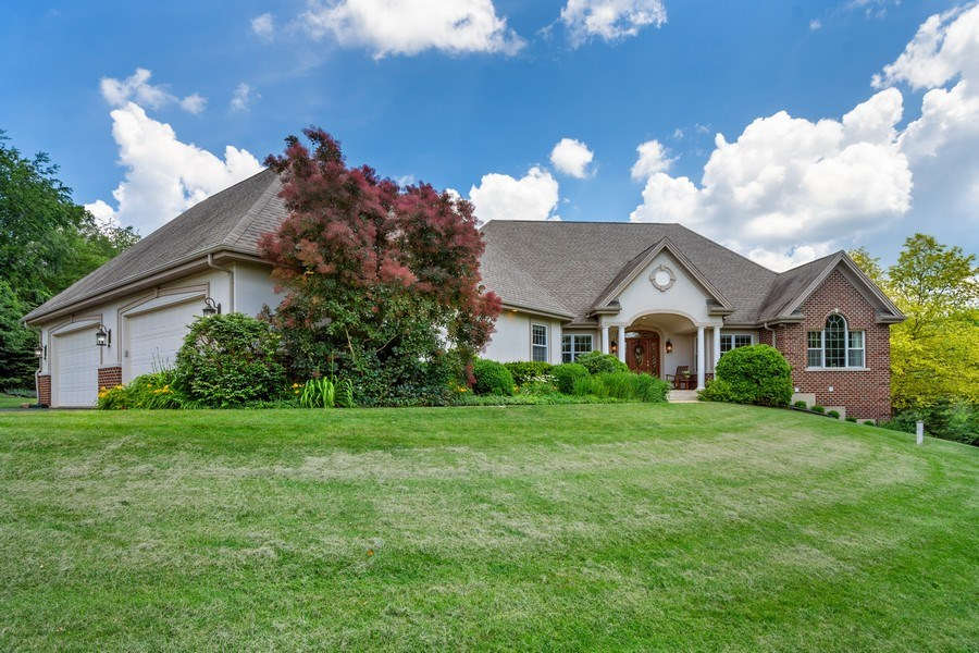 Real Estate Photography - 104 Cherry Hill, N Barrington, IL, 60010 - Front View