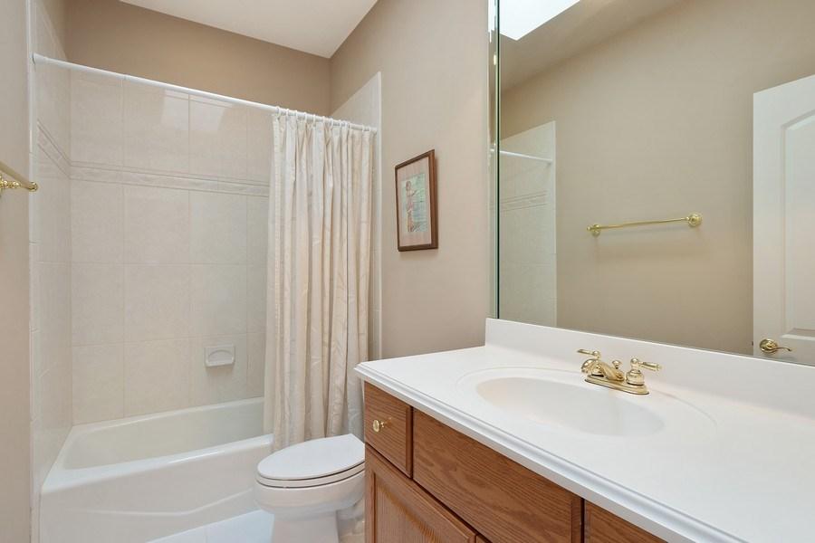 Real Estate Photography - 104 Cherry Hill, N Barrington, IL, 60010 - Bathroom