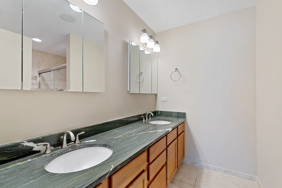 Real Estate Photography - 1445 N Cleveland Ave, Unit B, Chicago, IL, 60610 - Master Bathroom