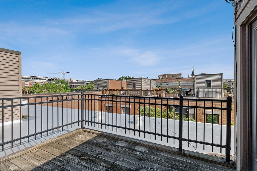 Real Estate Photography - 1445 N Cleveland Ave, Unit B, Chicago, IL, 60610 - Roof Deck