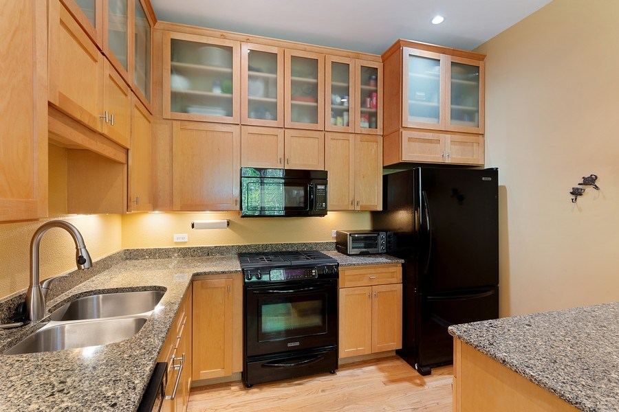 Real Estate Photography - 1445 N Cleveland Ave, Unit B, Chicago, IL, 60610 - Kitchen