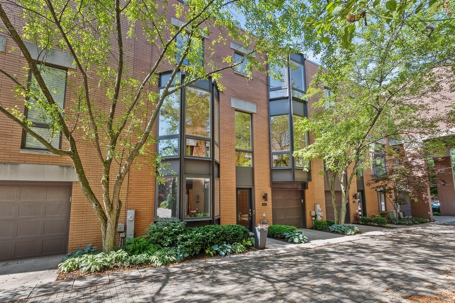 Real Estate Photography - 1445 N Cleveland Ave, Unit B, Chicago, IL, 60610 - Front View