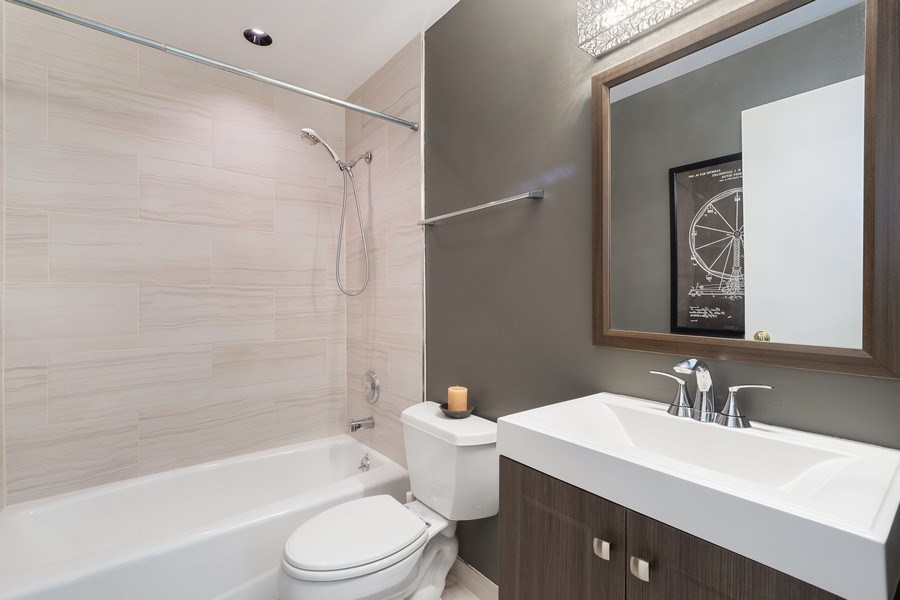 Real Estate Photography - 1445 N Cleveland Ave, Unit B, Chicago, IL, 60610 - Bathroom