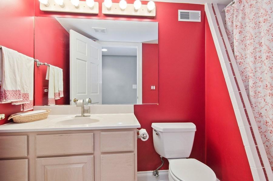 Real Estate Photography - 462 W Oakwood Dr, Barrington, IL, 60010 - 4th Bathroom