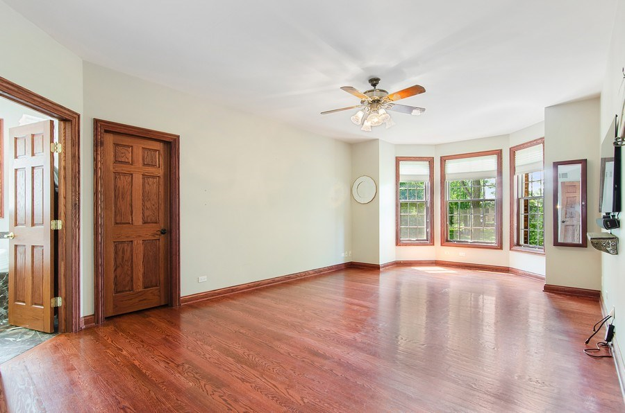 Real Estate Photography - 462 W Oakwood Dr, Barrington, IL, 60010 - Master Bedroom