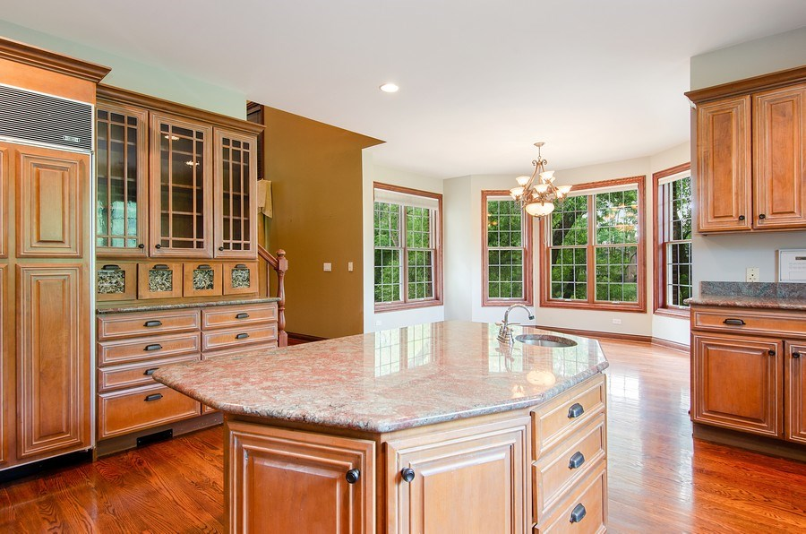 Real Estate Photography - 462 W Oakwood Dr, Barrington, IL, 60010 - Kitchen