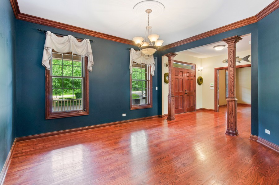 Real Estate Photography - 462 W Oakwood Dr, Barrington, IL, 60010 - Dining Room