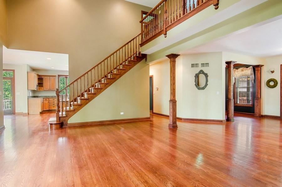 Real Estate Photography - 462 W Oakwood Dr, Barrington, IL, 60010 - Family Room