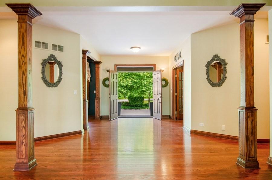 Real Estate Photography - 462 W Oakwood Dr, Barrington, IL, 60010 - Foyer