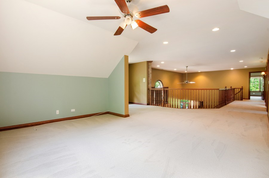 Real Estate Photography - 462 W Oakwood Dr, Barrington, IL, 60010 - Loft
