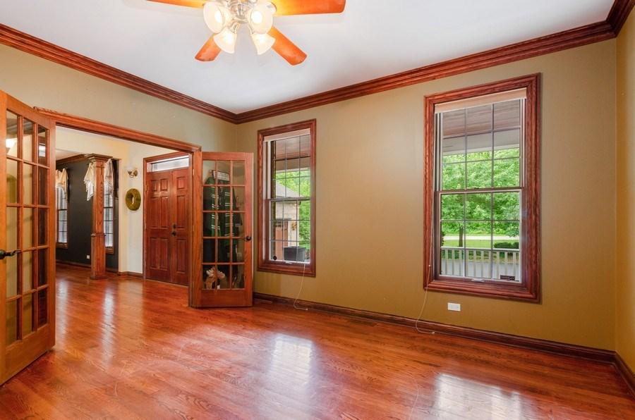 Real Estate Photography - 462 W Oakwood Dr, Barrington, IL, 60010 - Office