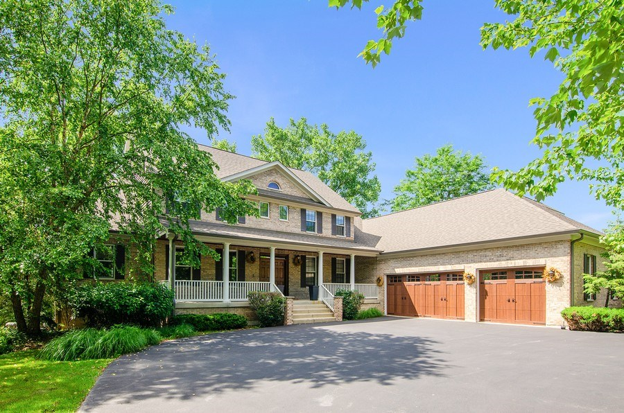 Real Estate Photography - 462 W Oakwood Dr, Barrington, IL, 60010 - Front View
