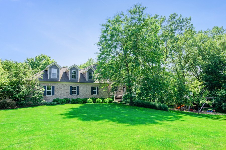 Real Estate Photography - 462 W Oakwood Dr, Barrington, IL, 60010 - Side View