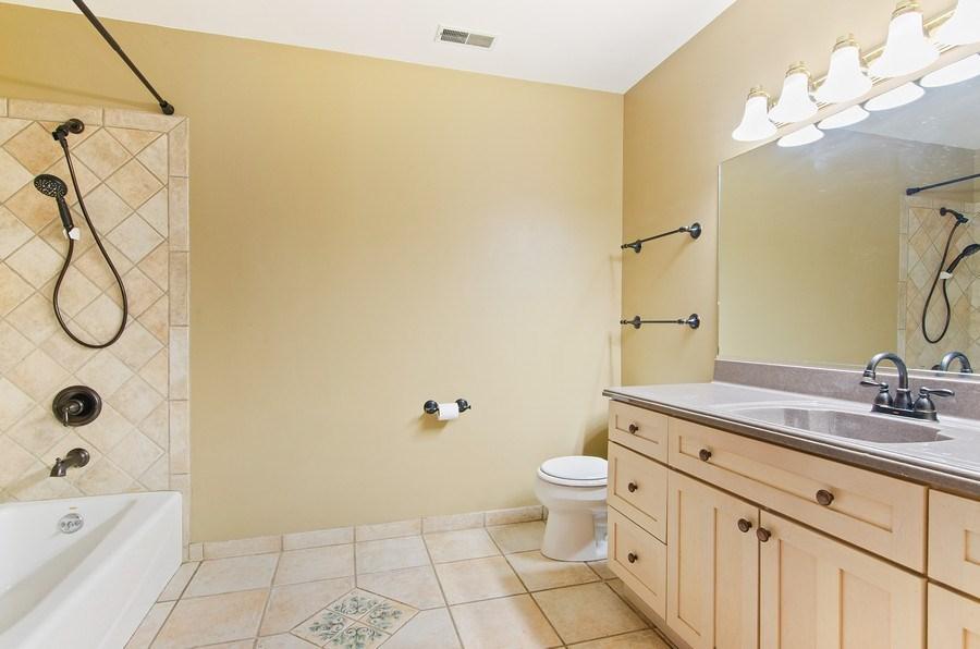 Real Estate Photography - 462 W Oakwood Dr, Barrington, IL, 60010 - 2nd Bathroom