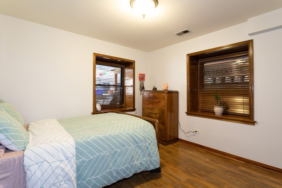 Real Estate Photography - 1048 W Buena Ave, Unit GB, Chicago, IL, 60613 - Master Bedroom