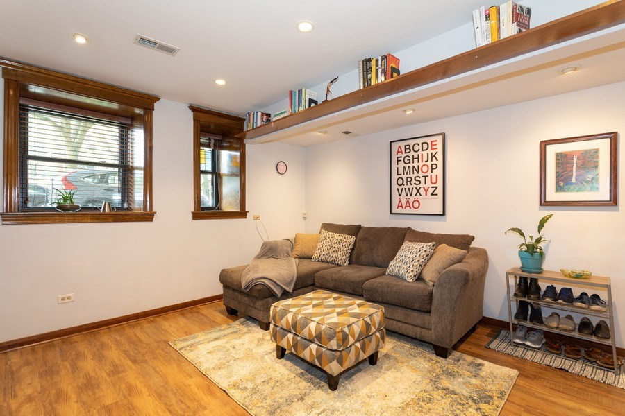 Real Estate Photography - 1048 W Buena Ave, Unit GB, Chicago, IL, 60613 - Living Room