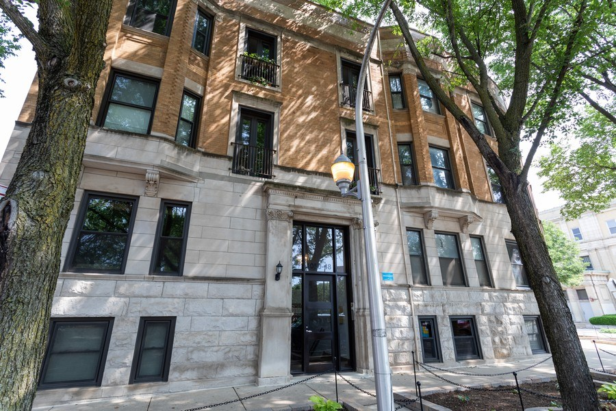 Real Estate Photography - 1048 W Buena Ave, Unit GB, Chicago, IL, 60613 - Front View