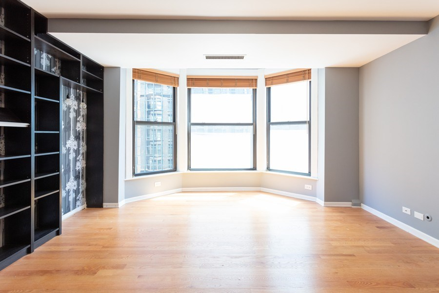 Real Estate Photography - 431 S Dearborn, Unit 609, Chicago, IL, 60605 - Living Room
