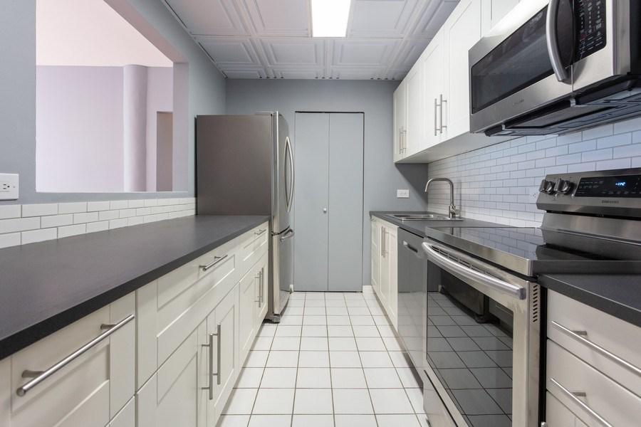 Real Estate Photography - 431 S Dearborn, Unit 609, Chicago, IL, 60605 - Kitchen