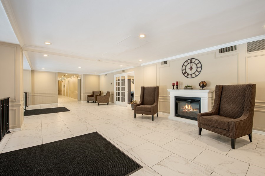 Real Estate Photography - 2909 N Sheridan, Unit 1608, Chicago, IL, 60657 - Lobby