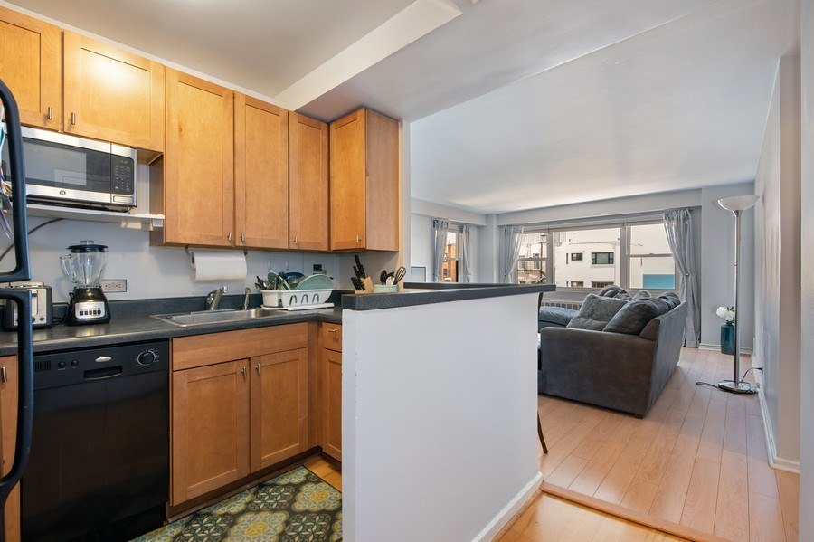 Real Estate Photography - 2909 N Sheridan, Unit 1608, Chicago, IL, 60657 - Kitchen