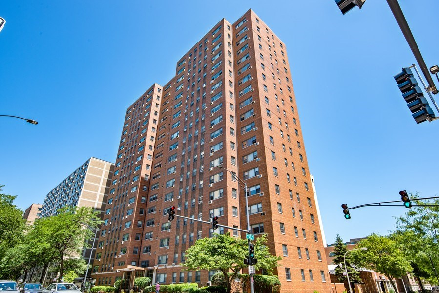Real Estate Photography - 2909 N Sheridan, Unit 1608, Chicago, IL, 60657 - Front View