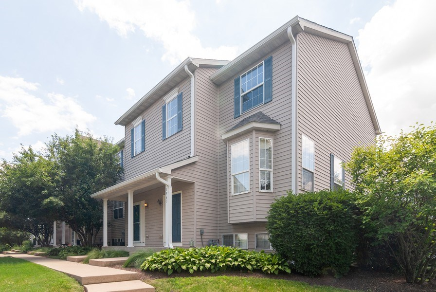 Real Estate Photography - 1361 Chestnut Ln, Yorkville, IL, 60101 - Side View