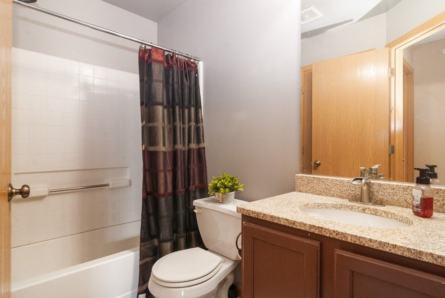 Real Estate Photography - 1361 Chestnut Ln, Yorkville, IL, 60101 - 2nd Bathroom