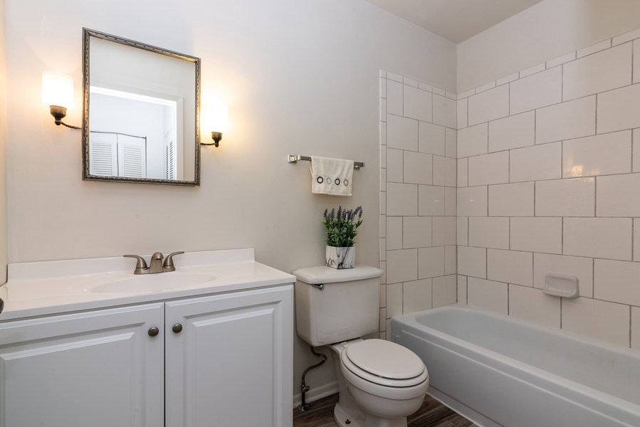 Real Estate Photography - 1734 Henley St., #11, Glenview, IL, 60025 - Master Bathroom